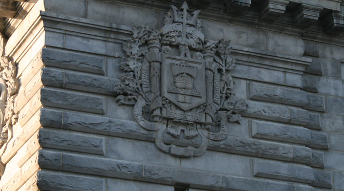 USNA crest on Dahlgren