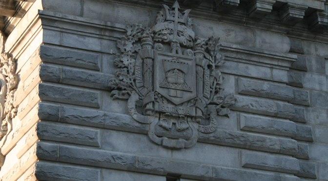 USNA crest on Dahlgren